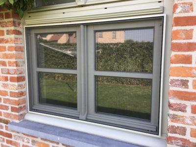 Klassiek vliegenraam houten raam